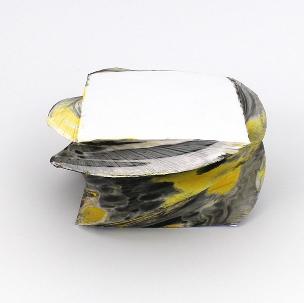 Notizblock_marmoriert_gedreht_Dunkle Schattierungen mit gelb