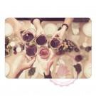 Anstossen mit Weingläser