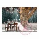 Gedeckter Tisch mit Beleuchtung unter dem Baum
